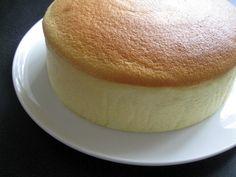 Lemon Souffle Recipe, Souffle Recipes, Japanese Jiggly Cheesecake Recipe, Lemon Cheesecake, Japan Cake, Springform Cake Tin, Lemon Recipes, Coffee Cake, Yummy Food