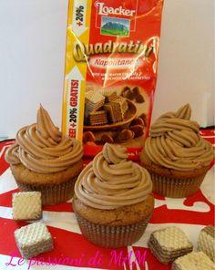 Cupcake ai wafer con panna e crema di nocciole soffici muffin ai wafer alla nocciola decorati con panna montata e crema di nocciole