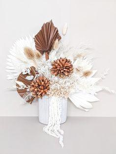 Dried Flower Arrangements, Wedding Arrangements, Dried Flowers, Flower Wall, Flower Pots, Wall Flowers, Floral Wedding, Wedding Flowers, Wedding Bouquets
