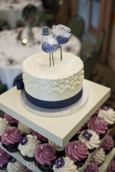 Coastal Cake Company specializes in wedding cakes, special occasion cakes and delectable treats.  Although based in Parksville, they offer delivery service to many areas all over Vancouver Island, and ensure your cake reaches your event in perfect condition! Vancouver Island Weddings