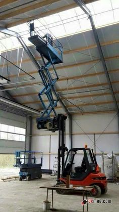 This is not a valid forklift working platform! Crazy safety fail! See http://www.goodtogosafety.co.uk/Equipment/Forklift-Work-Platform for a better way to stay safe at height.