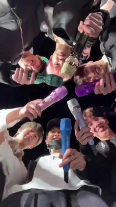 You know why Rainbow have 7 🌈 colors because Bangtan have 7 members and each color represents one member 🌈 Bts Suga, Bts Bangtan Boy, Bts Taehyung, Namjoon, Jhope, Bts Lockscreen, Foto Bts, Btob, Boy Scouts
