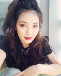 Hyuna aka Hyuna Kim (Hyuna, Trouble Maker, Wonder Girls, Dazzling Red, Triple H). Mamamoo, K Pop, Lee Hi, Hyuna Kim, Pop Singers, Girl Day, Korean Singer, Pretty Hairstyles, Korean Girl Groups