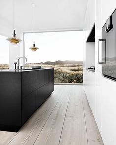 "12.7 tusind Synes godt om, 86 kommentarer – A Designer's Mind (@adesignersmind) på Instagram: ""Crisp and clean... #kitcheninspiration Image via: Pinterest #homedesign #lifestyle #style…"""