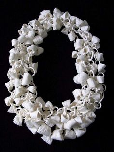 Paper necklace by Momoko Kumai
