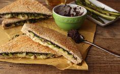 Sandwich con asparagi e crema di olive ricetta