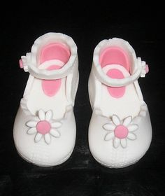 Daisy shoes Cake Toppers, Daisy, Baby Shoes, Cakes, Clothes, Fashion, Outfit, Clothing, Moda