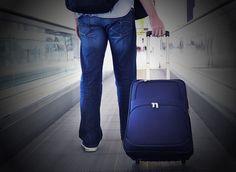 Tips memilih tas yang ideal yaitu tas traveling / travel bag yang bagus dan aman digunakan saat liburan bagi traveler untuk menghindari orang yang dengan sengaja menyelipkan sesuatu kedalam tas tanpa di ketahui menjadi sesuatu yang patut di perhatikan bagi para traveler. Selain bahan-bahan tas tersebut yang tidak kalah pentingnya adalah alat pengaman baik yang berada di luar maupun di dalam tas tersebut.