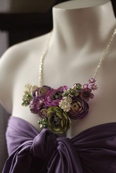 Violet and green rose paper necklace.