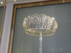 Queen Emma's Diamond Parure made by Van Kempen, 1897, included a Tiara, necklace and a corsage. http://www.charleskoll.com/product-category/rings/engagement/