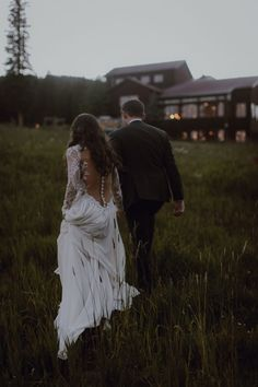 This Tenmile Station Wedding in Breckenridge, CO is Overflowing with Flowers
