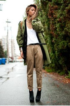 green longline military jacket with white tank top and cuffed chinos Khaki Pants Outfit, Khaki Jacket, Dress Slacks, Vintage Military Jacket, Military Jacket Women, Military Chic, Boyish Outfits, Casual Outfits, Tan Chinos