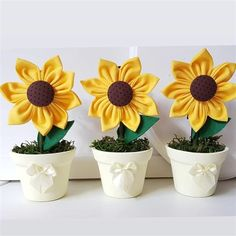 lembrancinhas girassol Diy Birthday Decorations, Birthday Diy, Flower Decorations, How To Make Sunflower, Sunflower Party, Diy Flowers, Fabric Flowers, Fabric Crafts, Diy Crafts
