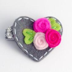 He encontrado este interesante anuncio de Etsy en https://www.etsy.com/es/listing/212594459/baby-hair-clip-girls-hair-clip-heart-and