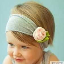 Super easy DIY hairband for Oktoberfest (Imagine its you, not the small cutie...). 1) Get a hairband or cut an old T-Shirt. 2) Make a rose from leftover material or buy one. 3) sew the rose on the hairband. Ready!