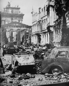 Volkswagen Typ 82 Kübelwagen of SS unit near Brandenburger Tor, Berlin 1945 Berlin 1945, Berlin Germany, Berlin Spree, Let's Make Art, Brandenburg Gate, German Uniforms, Berlin Wall, German Army, World War Two