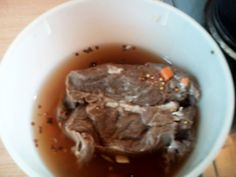 Das perfekte Sauerbraten selber einlegen bitte nicht Bewerten-Rezept mit einfacher Schritt-für-Schritt-Anleitung: Das Fleisch waschen und in eine gut…