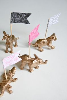 Weekly Pinterest Challenge: A Menagerie of Metallic Placeholders » Dream Green DIY