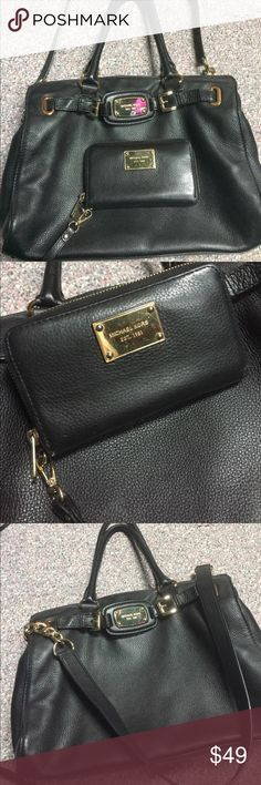Michael Kors Tote and matching Wristlet Black leather Michael Kors tote and matching wristlet MICHAEL Michael Kors Bags Totes