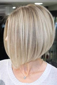 Amazing Inverted Bob Hairstyles For Short Hair Short hairstyles for round faces are in trend! If you have blonde hair and a round face check out these 40 hairstyle ideas. - May 26 2019 at Inverted Bob Hairstyles, Medium Bob Hairstyles, Short Bob Haircuts, Hairstyles Haircuts, Hair Short Bobs, Short Blonde Bobs, Spring Hairstyles, Round Face Haircuts, Hairstyles For Round Faces