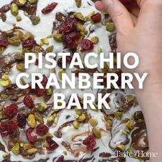 Pistachio Cranberry Bark Recipe Substitute matcha for the chocolate Candy Recipes, Sweet Recipes, Holiday Recipes, Dessert Recipes, Cranberry Recipes, Christmas Recipes, Vegan Christmas Desserts, Fast Recipes, Thanksgiving Recipes