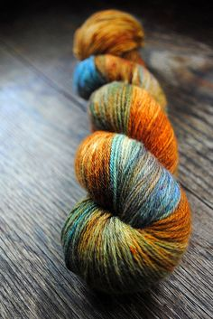#Farbbberatung #Stilberatung #Farbenreich mit www.farben-reich.com Beautiful yarn in copper and blue colour way.