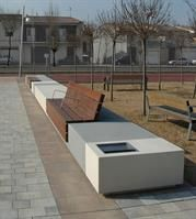The Escofet Longo is a contemporary and artistically designed urban street furniture seat by Marshalls. Landscape Elements, Landscape Architecture Design, Sustainable Architecture, Urban Landscape, Architecture Diagrams, Architecture Portfolio, Urban Furniture, Street Furniture, Furniture Plans