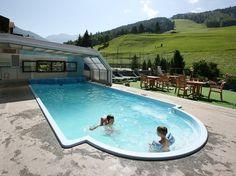 Hotel Funivia. Tre stelle. Posizionato vicino agli impianti sciistici di Bormio, dotato di piscina e spa. Adatto in particolare alle famiglie.