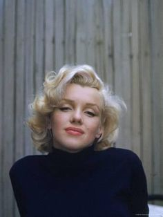 Marilyn Monroe (a. Norma Jeane Baker) was born exactly 85 years ago today. If you're not already aware that Marilyn Monroe was and still is the quintessential American sex symbol, then this galler Marylin Monroe, Fotos Marilyn Monroe, Marilyn Monroe Makeup, Marilyn Monroe Tattoo, Marilyn Monroe Style, Marilyn Monroe Portrait, Colorized History, Colorized Photos, Robert Kennedy