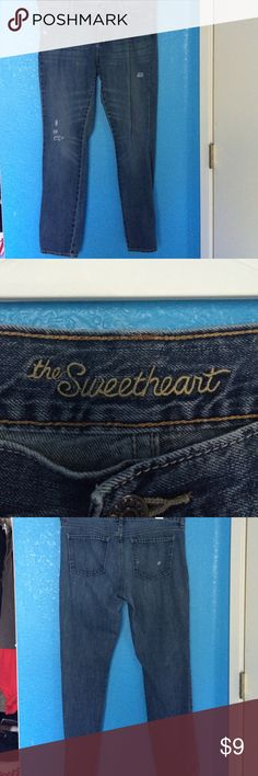 Old Navy jeans Sweetheart style jeans from old navy. Size 12 regular. These have no stretch so they fit the average size 12. However they are super slimming and stylish. Old Navy Jeans Straight Leg