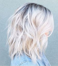 This Is How L.A. It Girls Are Dyeing Their Hair This Summer via @ByrdieBeauty Blonde Hair With Brown Roots, Ash Blonde Short Hair, Ash Blonde Hair With Highlights, Dark Roots Hair, Silver Blonde Hair, Blonde Roots, Light Blonde Hair, Balayage Hair Blonde, Icy Blonde