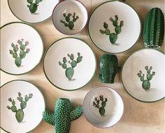 654 Likes, 57 Kommentare - AZarraluqui (andrea zarraluqui) auf Ins . Painted Ceramic Plates, Hand Painted Ceramics, Ceramic Painting, Ceramic Pottery, Ceramic Art, Decorative Plates, Pottery Painting Designs, Pottery Designs, Modern Dinner Plates