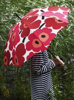 Marimekko Unikko pattern in this red umbrella will make the gloomy days more bright! Red And Pink, Pink White, Marimekko Fabric, Marimekko Dress, Paisley, Under My Umbrella, Red Umbrella, Beach Umbrella, Umbrellas Parasols