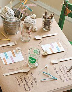 Original mantel de papel craft, anunciando menú ó test de satisfación.