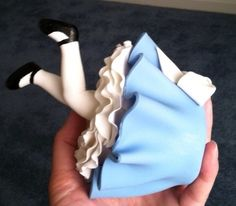 Alice in Wonderland Cake. Maybe do this for the small smash cakes