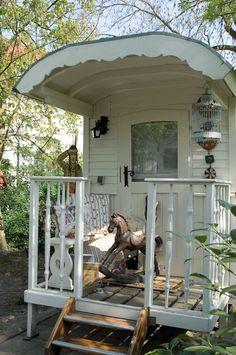 Caravan Gypsy Vardo Wagon. For the backyard studio that you can leave town quick with. lol <3 #vardo