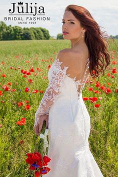 Encaje vestido de novia con manga larga por JulijaBridalFashion