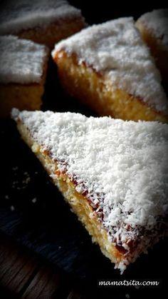 Ξεφυλλίζοντας ένα Ισπανικό περιοδικό διακόσμησης… (σίγουρα νόμιζες πως θα έγραφα περιοδικό μαγειρικής) ναι, ναι, διακόσμησης έπεσα πάνω σε μία συνταγή που μου τράβηξε την προσοχή! Επρόκειτο […] Greek Sweets, Greek Desserts, Greek Recipes, Cake Recipes, Dessert Recipes, Tres Leches Cake, Breakfast Recipes, Food And Drink, Tasty