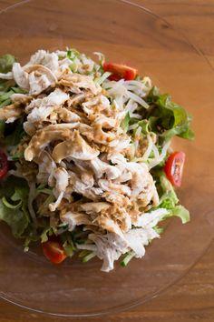 野菜たっぷり!棒棒鶏(バンバンジー) by tomoko 「写真がきれい」×「つくりやすい」×「美味しい」お料理と出会えるレシピサイト「Nadia | ナディア」プロの料理を無料で検索。実用的な節約簡単レシピからおもてなしレシピまで。有名レシピブロガーの料理動画も満載!お気に入りのレシピが保存できるSNS。