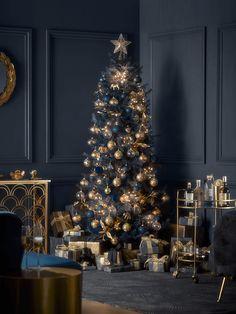 Dark Christmas, Christmas Trends, Christmas Home, Vintage Christmas, Christmas Tree Decorations, Holiday Decor, Christmas Interiors, Star Tree Topper, Hand Blown Glass