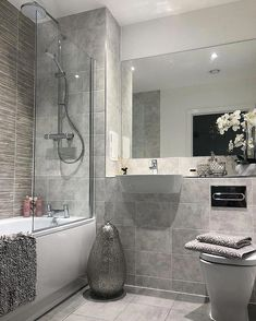 Bathroom flooring: know the main materials to coat - Home Fashion Trend Bathroom Red, Small Bathroom, Bathroom Interior Design, Bathroom Styling, White Apartment, Bathroom Flooring, Home Decor Trends, Bathroom Inspiration, Cheap Home Decor