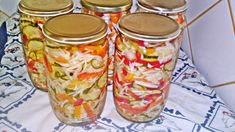 Raw Food Recipes, Cooking Recipes, Fresh Rolls, Pickles, A Table, Mason Jars, Frozen, Food And Drink, Lunch
