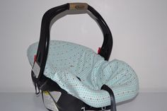 Free pattern for a slip-on carseat cover.  Would be cute with some polk-a-dot chenille material.