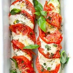 Unique Recipes, Caprese Salad, Zucchini, Brunch, Paleo, Food And Drink, Tasty, Healthy Recipes, Snacks
