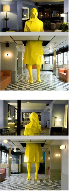 """L'étonnante sculpture  deXavier Veihlan, """"Sophie"""" au Café Germain"""
