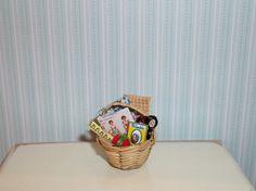 Casa de muñecas en miniatura costurero por CountryMini en Etsy,