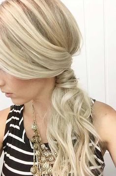 Simple Ponytail Hairstyle to the Side