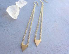 Minimalistische Goldene Dreieck lange Ohrhänger von lunahoo auf Etsy