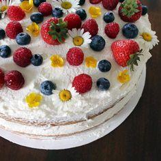 Eid Food, Chantilly Cream, Tres Leches Cake, Wakefield, Berries, Fresh, Baking, Desserts, Instagram