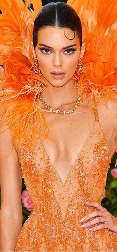 Marmalade, Feathers, Most Beautiful, Glamour, Stars, Formal Dresses, Lady, Colors, Fashion